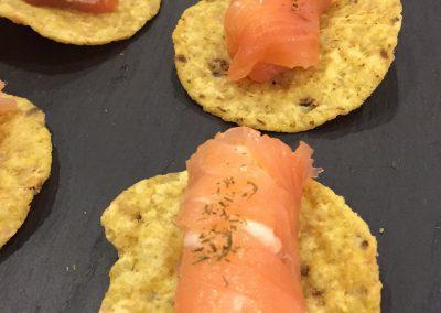 canape-rolitos-salmon-tkaka-maiz