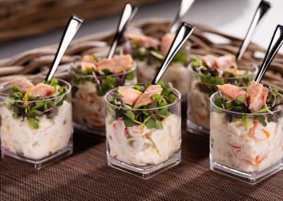 ensaladilla con microbrotes y ventresca de atún