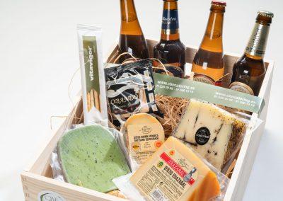 Box de cervezas artesanales con quesos del mundo